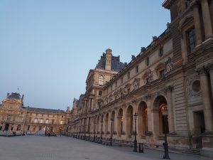 How to book a hotel room in Paris Center ?